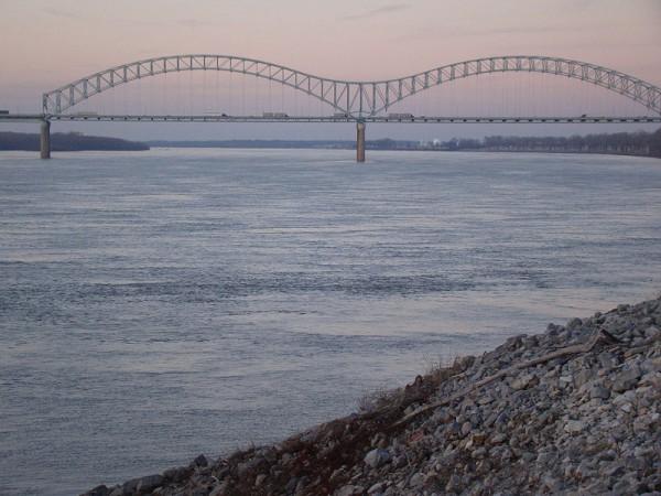 Memphis' Hernando de Soto Bridge over the Mississippi River. (Credit: CC-USchick)